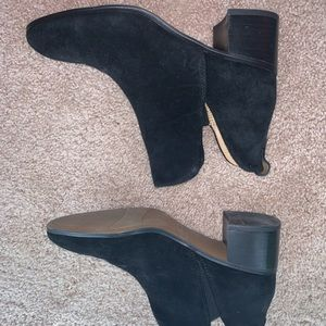 Reeve Black suede boots